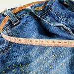 Risikolebensversicherung Abschluss bei Übergewicht (Adipositas), Jeans mit Bandmaß