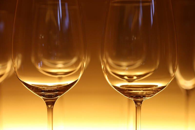 Leere Weingläser
